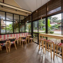 Отель Fruit Tree Lodge Ланта гостиничный бар