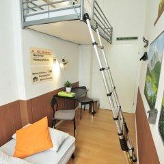 Kiez Hostel Berlin Стандартный номер с 2 отдельными кроватями (общая ванная комната) фото 4