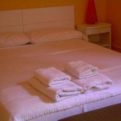 Отель Hostal Pensio 2000 комната для гостей фото 2