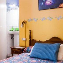 Отель Hostal Pensio 2000 2* Стандартный номер с двуспальной кроватью фото 22