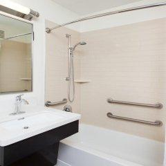 Отель Candlewood Suites Jersey City - Harborside Люкс с различными типами кроватей