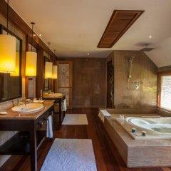 Отель The St Regis Bora Bora Resort 5* Улучшенная вилла Overwater с различными типами кроватей фото 4