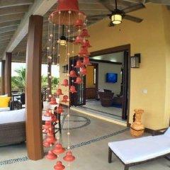 Отель Coral Beach Village Resort Гондурас, Остров Утила - отзывы, цены и фото номеров - забронировать отель Coral Beach Village Resort онлайн интерьер отеля