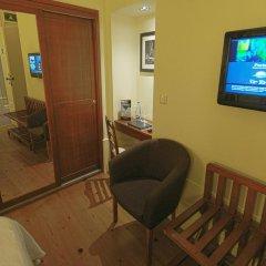 Отель Aliados 3* Улучшенный номер с двуспальной кроватью