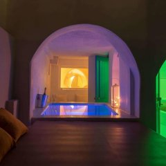 Отель Abyssanto Suites & Spa 4* Улучшенные апартаменты с различными типами кроватей фото 22