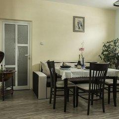 """Отель Guest House """"Momchil"""" в номере фото 2"""