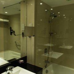Отель Cinnamon Lakeside Colombo 5* Улучшенный номер с двуспальной кроватью фото 4