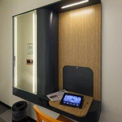 Отель easyHotel Brussels City Centre 3* Улучшенный номер с различными типами кроватей фото 3