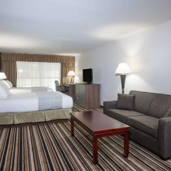 Отель Super 8 Downtown Toronto 2* Люкс с различными типами кроватей фото 2