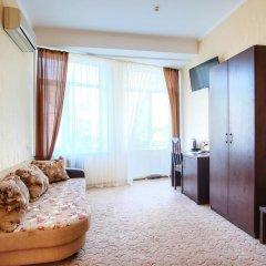 Гостиница Континент 2* Стандартный семейный номер с разными типами кроватей фото 4
