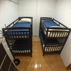 Alice Semporna Backpackers Hostel Кровать в общем номере с двухъярусной кроватью фото 5