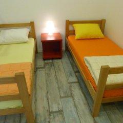 Chaplin Hostel Belgrade Кровать в общем номере с двухъярусной кроватью фото 3