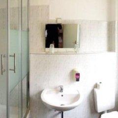 Отель Mitte Berlin am Alexanderplatz Германия, Берлин - отзывы, цены и фото номеров - забронировать отель Mitte Berlin am Alexanderplatz онлайн ванная