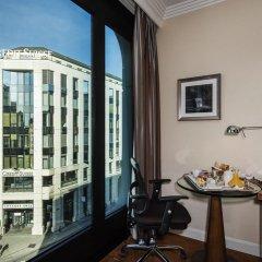 Отель Warwick Geneva 4* Стандартный номер с двуспальной кроватью