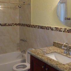 Отель Palm Bay Guest House & Restaurant Ямайка, Монтего-Бей - отзывы, цены и фото номеров - забронировать отель Palm Bay Guest House & Restaurant онлайн ванная