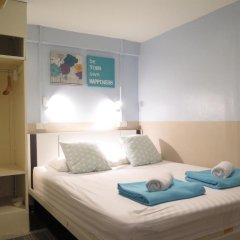 I-Sleep Silom Hostel Стандартный номер с двуспальной кроватью (общая ванная комната)
