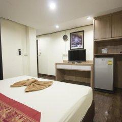 Отель Yasinee Guesthouse Бангкок удобства в номере