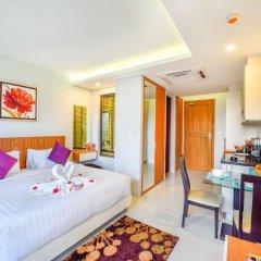 Отель At The Tree Condominium Phuket Номер Делюкс с двуспальной кроватью фото 6