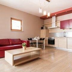 Апартаменты Bizzi LuxChelmska Apartments Варшава комната для гостей фото 5