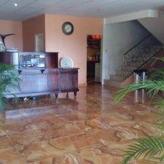 Отель Palm Bay Guest House & Restaurant Ямайка, Монтего-Бей - отзывы, цены и фото номеров - забронировать отель Palm Bay Guest House & Restaurant онлайн интерьер отеля