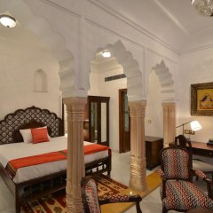 Отель WelcomHeritage Haveli Dharampura 5* Стандартный номер с различными типами кроватей фото 3