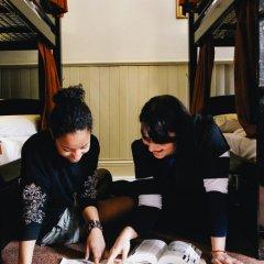 Отель Palmers Lodge Swiss Cottage Кровать в общем номере фото 13