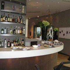 Отель The Hub Hotel Италия, Милан - 9 отзывов об отеле, цены и фото номеров - забронировать отель The Hub Hotel онлайн гостиничный бар