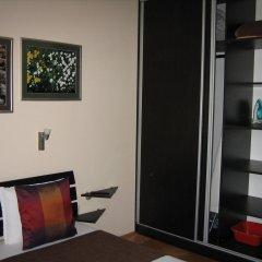 Отель Greek rooms in city centre 3* Номер с общей ванной комнатой с различными типами кроватей (общая ванная комната) фото 2