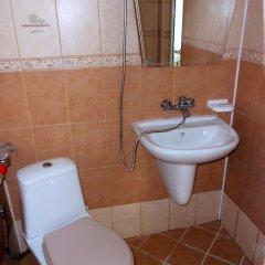 Отель Varbanovi Guest Rooms Болгария, Боженци - отзывы, цены и фото номеров - забронировать отель Varbanovi Guest Rooms онлайн ванная фото 2