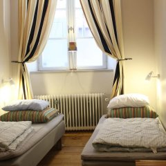 Castanea Old Town Hostel Стандартный номер с 2 отдельными кроватями (общая ванная комната) фото 5