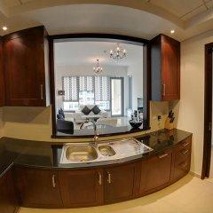 Отель Luxury Staycation - 29 Boulevard Tower Дубай в номере