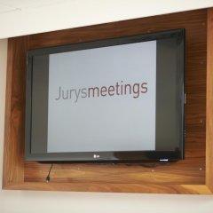 Отель Jurys Inn Manchester City Centre Великобритания, Манчестер - отзывы, цены и фото номеров - забронировать отель Jurys Inn Manchester City Centre онлайн удобства в номере фото 2