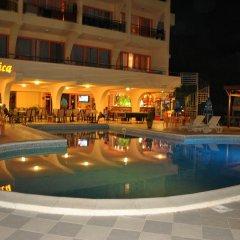 Hotel Exotica бассейн