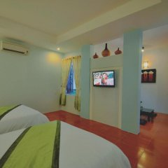 Отель Starfruit Homestay Hoi An 2* Стандартный семейный номер с двуспальной кроватью фото 7