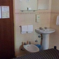Отель Pensao Residencial Flor dos Cavaleiros 2* Стандартный номер с двуспальной кроватью (общая ванная комната) фото 7