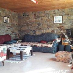 Отель Mihaela Lake Retreat Болгария, Карджали - отзывы, цены и фото номеров - забронировать отель Mihaela Lake Retreat онлайн интерьер отеля