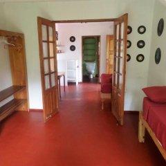 Отель La Familia Resort and Restaurant 3* Стандартный семейный номер с двуспальной кроватью (общая ванная комната) фото 12