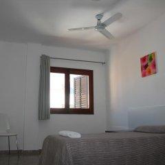 Отель Hostal Las Nieves Стандартный номер с различными типами кроватей (общая ванная комната) фото 11