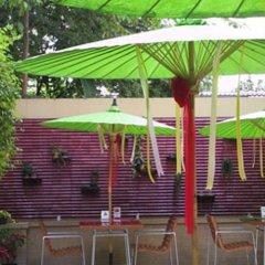 Отель Baan Dinso Hosteltrok Sin Dinso Road спортивное сооружение