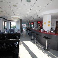 Отель Calas De Liencres Испания, Пьелагос - отзывы, цены и фото номеров - забронировать отель Calas De Liencres онлайн гостиничный бар
