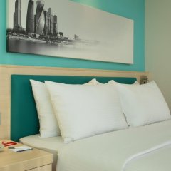 Гостиница Hampton by Hilton Moscow Strogino (Хэмптон бай Хилтон) 3* Стандартный номер двуспальная кровать фото 2