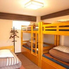 Отель K's House Tokyo Oasis Кровать в общем номере фото 8