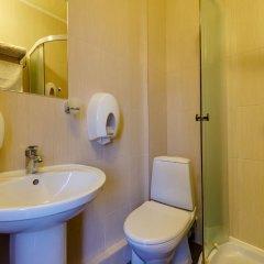 Гостиница Мартон Стачки 3* Улучшенный номер двуспальная кровать фото 4