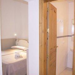 Отель Hostal El Arco Номер категории Эконом с различными типами кроватей фото 6