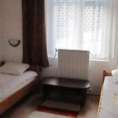 Отель Pri Voivodite Guest House Банско комната для гостей фото 2