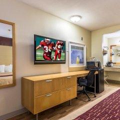 Отель Red Roof Inn Tulare - Downtown/Fairgrounds 2* Улучшенный номер с различными типами кроватей фото 5