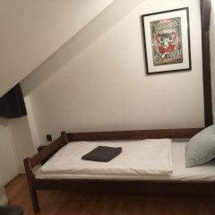 Brix Hostel Стандартный номер с 2 отдельными кроватями (общая ванная комната)