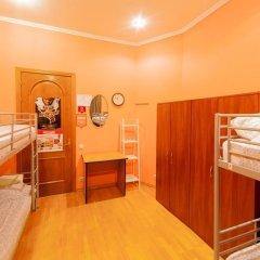 Отель Жилое помещение Bear на Смоленской Кровать в общем номере фото 8