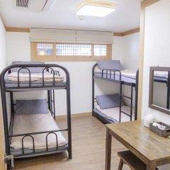 Отель Hi Jun Guesthouse Hongdae 2* Стандартный номер с различными типами кроватей фото 9
