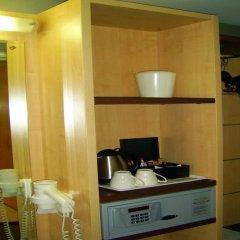 Отель Holiday Inn Express Sandton Woodmead сейф в номере